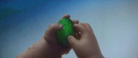 Моана (Океан передал маленькой Моане камень с изображением спирали - сердце Тефити, которое могло создавать жизнь)
