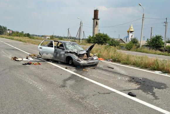 Пресс-центр «Антитеррористической операции» сообщил об уничтожении автомобиля боевиков, двигавшегося на большой скорости мимо поста военных хунты. Но как автомобиль мог двигаться на кирпичах?