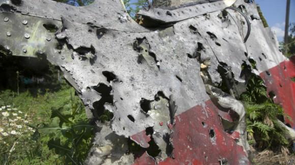 Отверстия в частях фюзеляжа Боинга загнуты внутрь, часть - наружу
