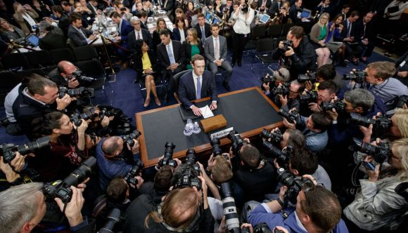 Марк Цукерберг даёт показания в сенате США