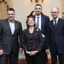 """Помощник госсекретаря США вместе с тремя представителями """"украинской оппозиции"""""""