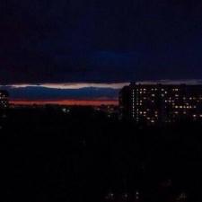 Закат над городом в цветах российского флага (фото не из Крыма)