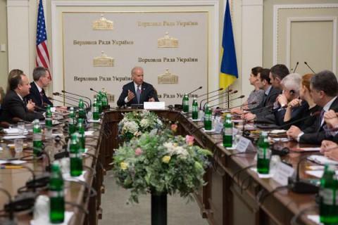 Вице-президент США «не вмешивается» во внутренние дела Украины под властью хунты